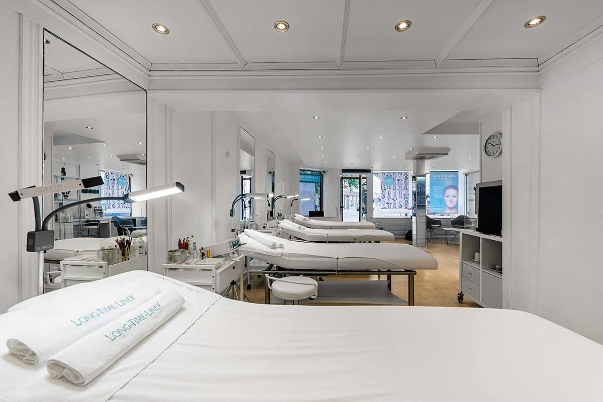 Permanent-Make-Up-Long-Time-Liner-Beauty-Institut-Muenchen-Behandlungsraum